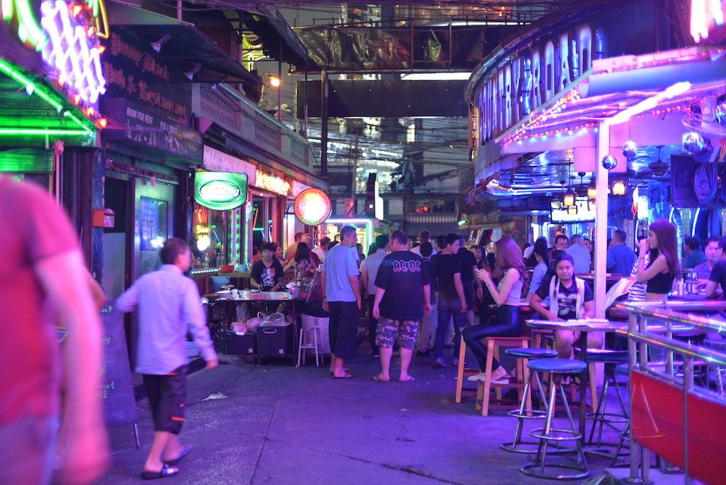 21 more staff at Bangkok karaoke shop found to have COVID-19