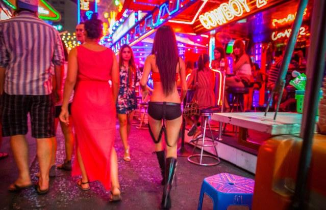 84 arrested in early-morning raid on Bangkok pub