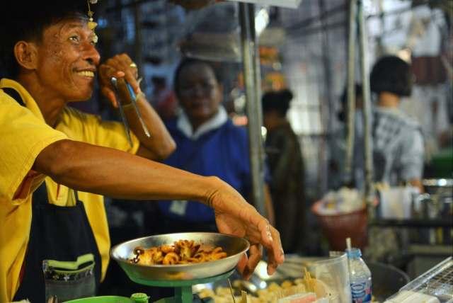DPM inspects Yaowarat street food ahead of Michelin Guide publication