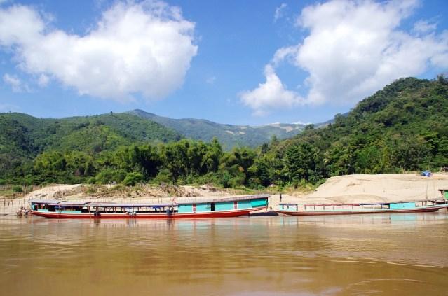 Truck taking Thai aid to Laos plummets off cliff