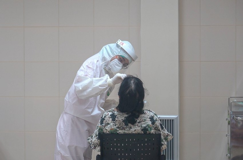 Healthcare worker performing a COVID-19 test at Thailand Bamrasnaradura Infectious Disease Institute, Ministry of Public Health, Nonthaburi