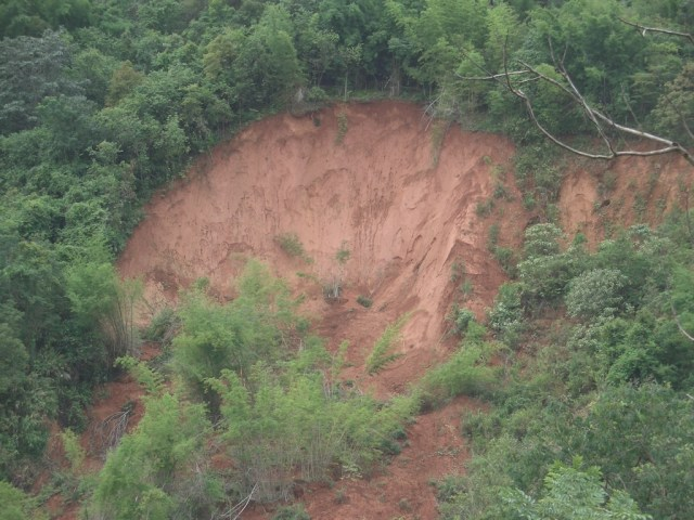 Nan mudslide kills 8, destroys 4 houses