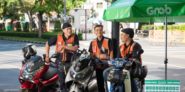 Bangkok: Illegal taxi motorcyclists busted