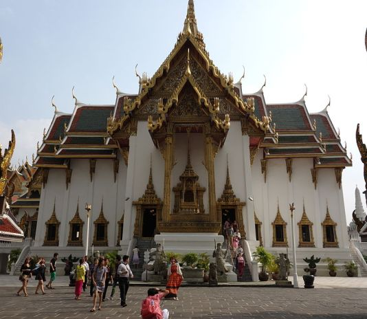Phra Thinang Dusit Maha Prasat Throne Hall building