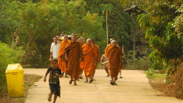 Ratchaburi monks fight with shears, knife; one dead