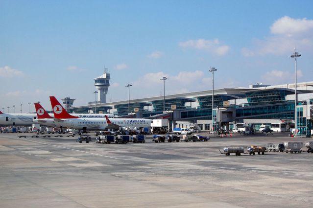 Turkey calls on U.S., Britain to lift flight electronics ban
