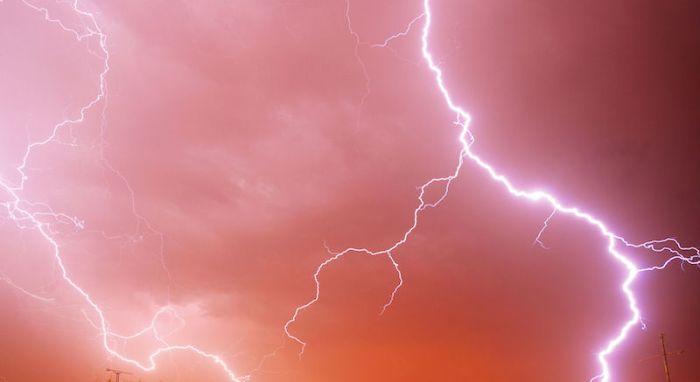 Lightnings. 90 seconds exposure. Image: Thomas Bresson.