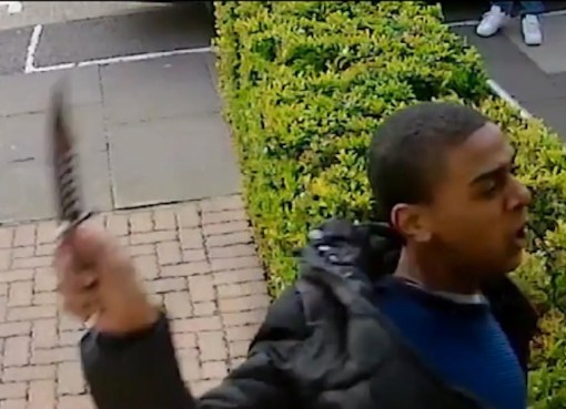 Attacker using a knife to slash the face of man in Northolt, West London