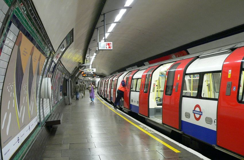 'Loud Explosion' Follows Security Alert in London, Tube Station Evacuated
