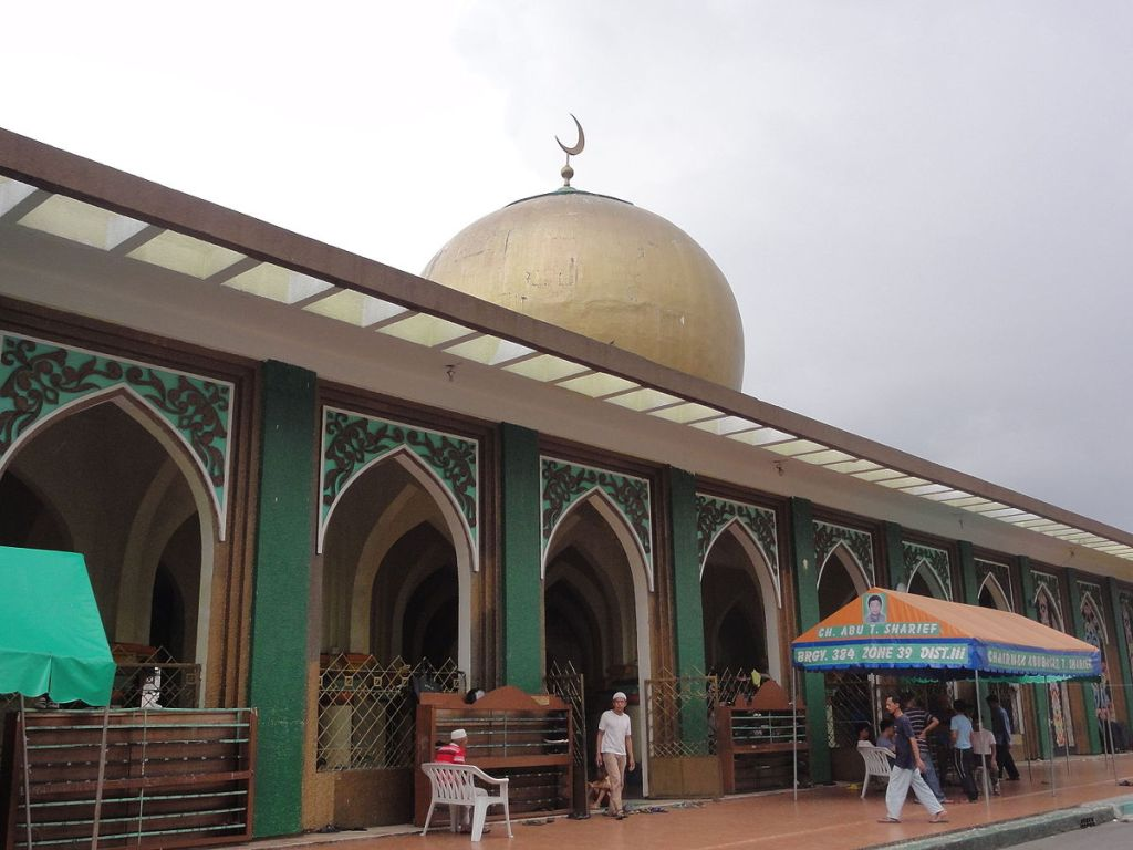 Filipino Muslims at Manila Golden Mosque