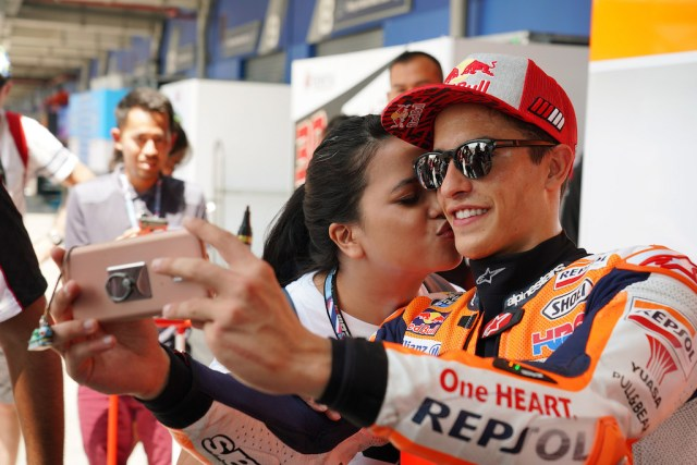 Marquez starts in pole position in MotoGP Thailand