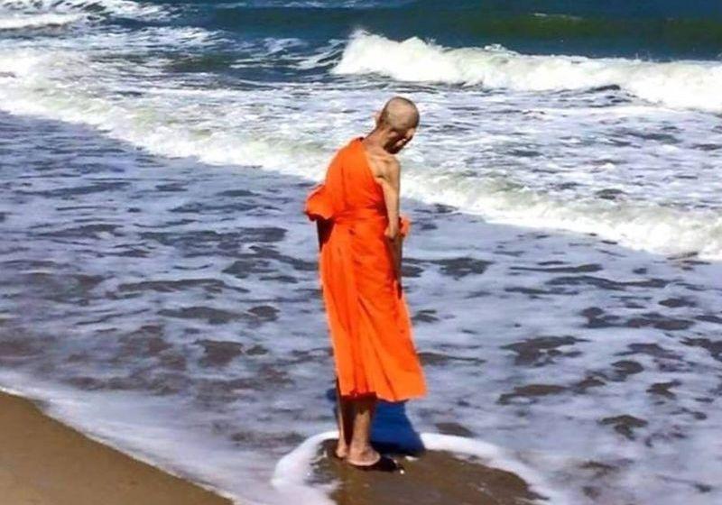 Seer slammed for photo of 'miracle' monk
