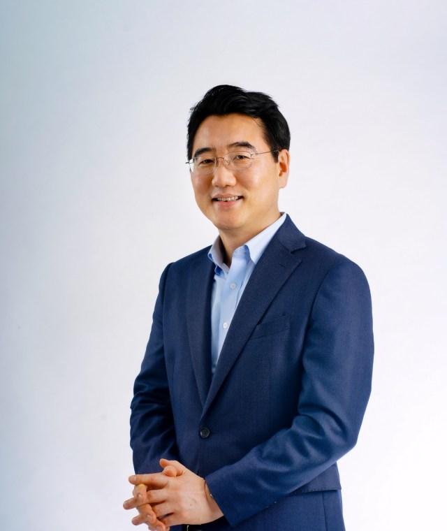 Mr. Harry lee, President of Samsung Electronics Thailand.