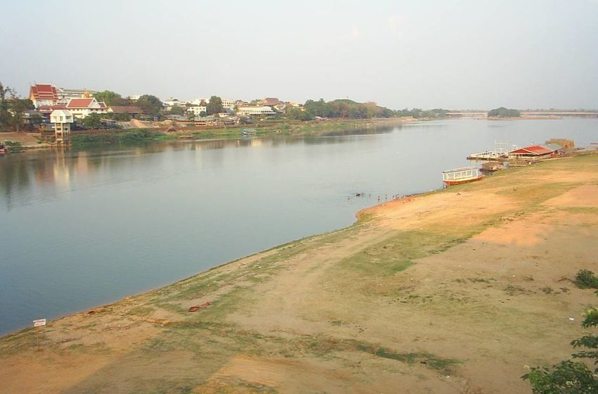 The Mun River in the dry season, Ubon Ratchathani