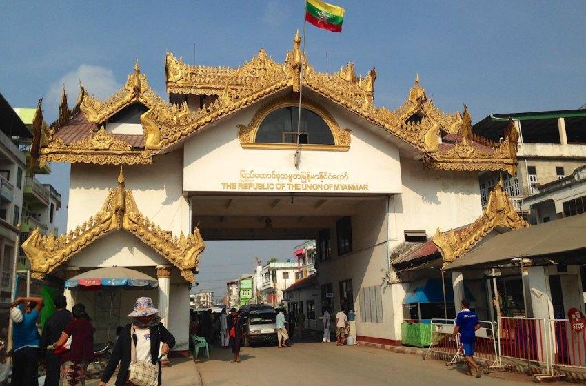 The Myawaddy/Mae Sot border crossing in the Thai-Myanmar border