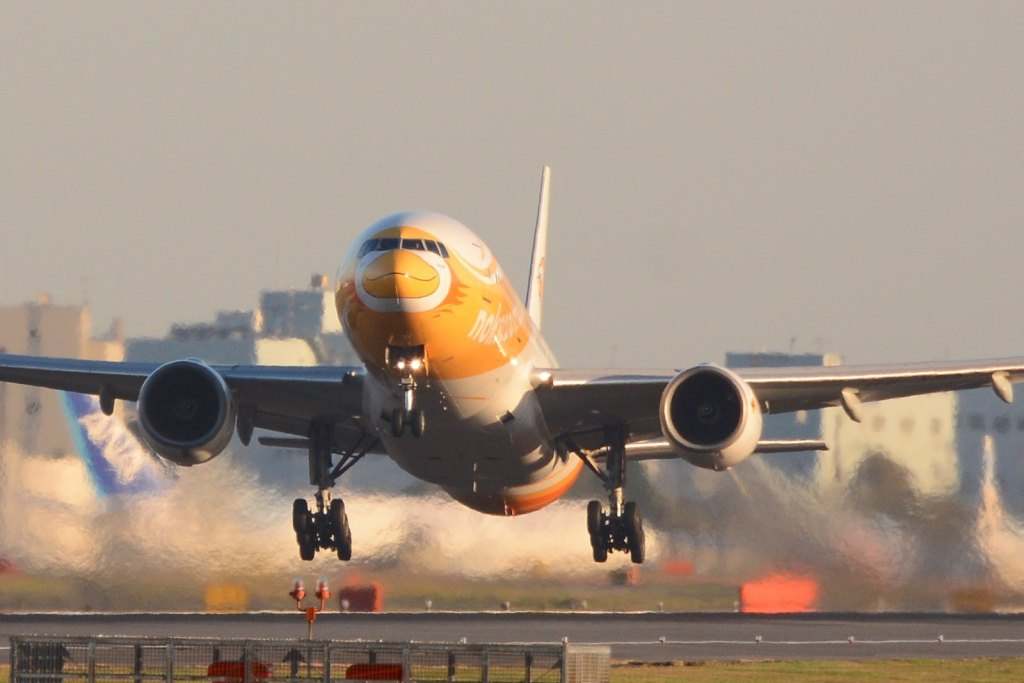 Nokscoot Boeing 777-200ER HS-XBA NRT taking off