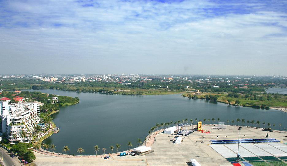 Nonthaburi and the Chao Phraya River