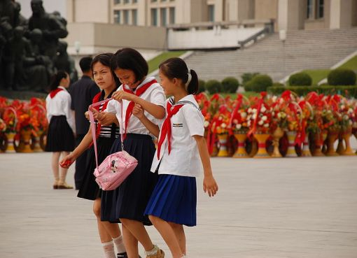 North Korean schoolgirls