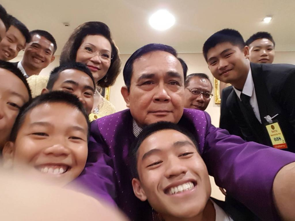 PM Prayut Chan-ocha taking a selfie with the Wild Boars team