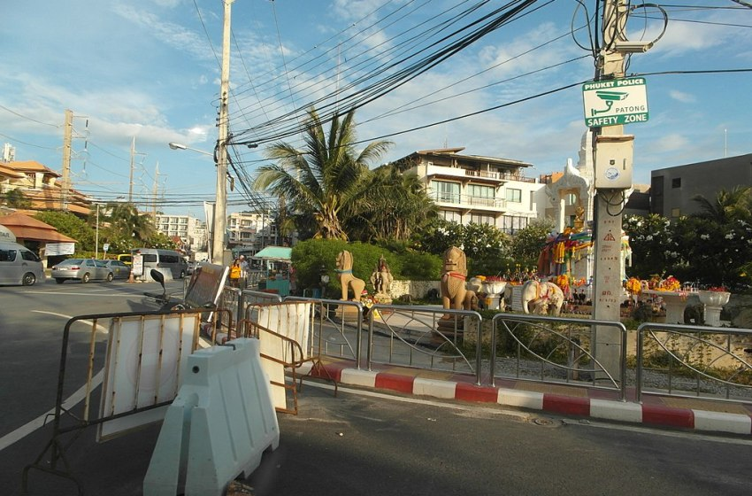 Phuket police ramp up vigilance after Songkhla bombings