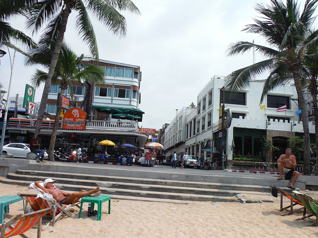 :Pattaya beach, soi 13-1