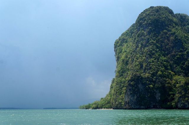 Search launched for explosives, mines on bird's nest islands in Phang Nga Bay