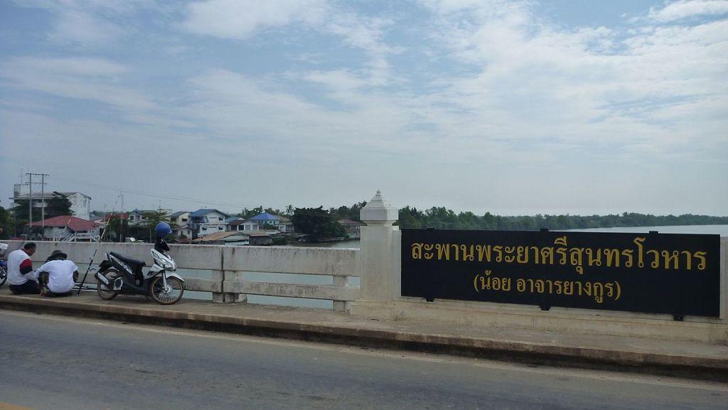 Phraya Si Sunthonwohan bridge in Chachoengsao