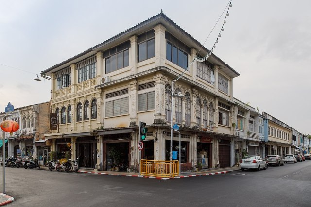 Around 240 small hotel businesses in Krabi shut down for having no licences
