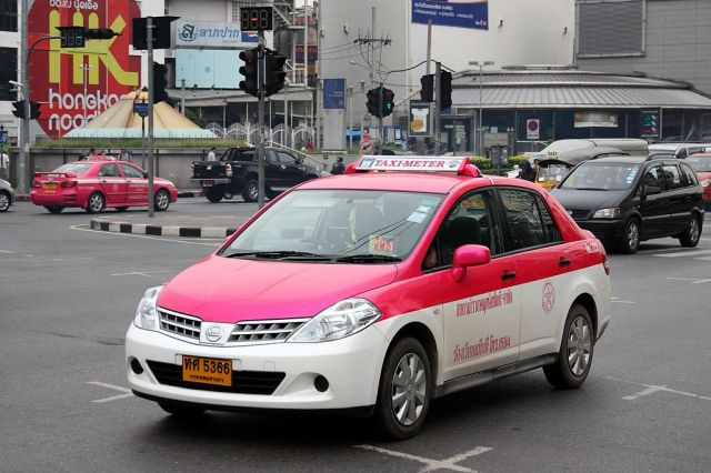 DLT steps up measures against taxi drivers with out-dated vehicles