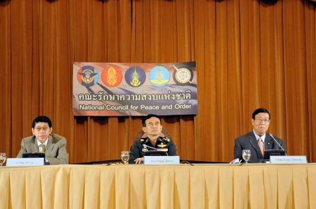 [Photo of Visanu Krue-ngam, left, General Paiboon Khumchaya, centre, and Pornpetch Wichitcholchai at the media conference on the interim charter, courtesy of Prachatai's flickr photostream and  and CSIS Chair for Southeast Asia Studies Facebook Page, used with Creative Commons license]