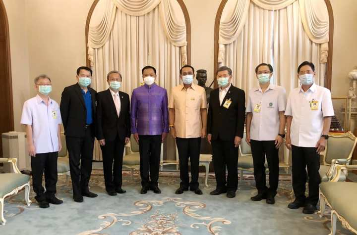 PM Prayut meet with cabinet members and medical advisors to receive the latest reports on the situation of the COVID-19 epidemic in Thailand