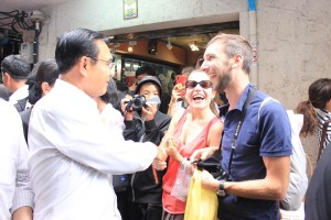 PM Prayut Chan-o-cha talking with foreign tourists