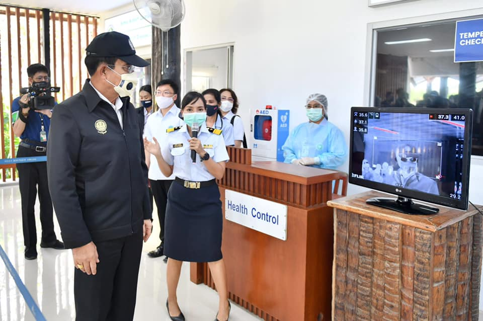 PM Prayut passing a health control when he arrived at the airport
