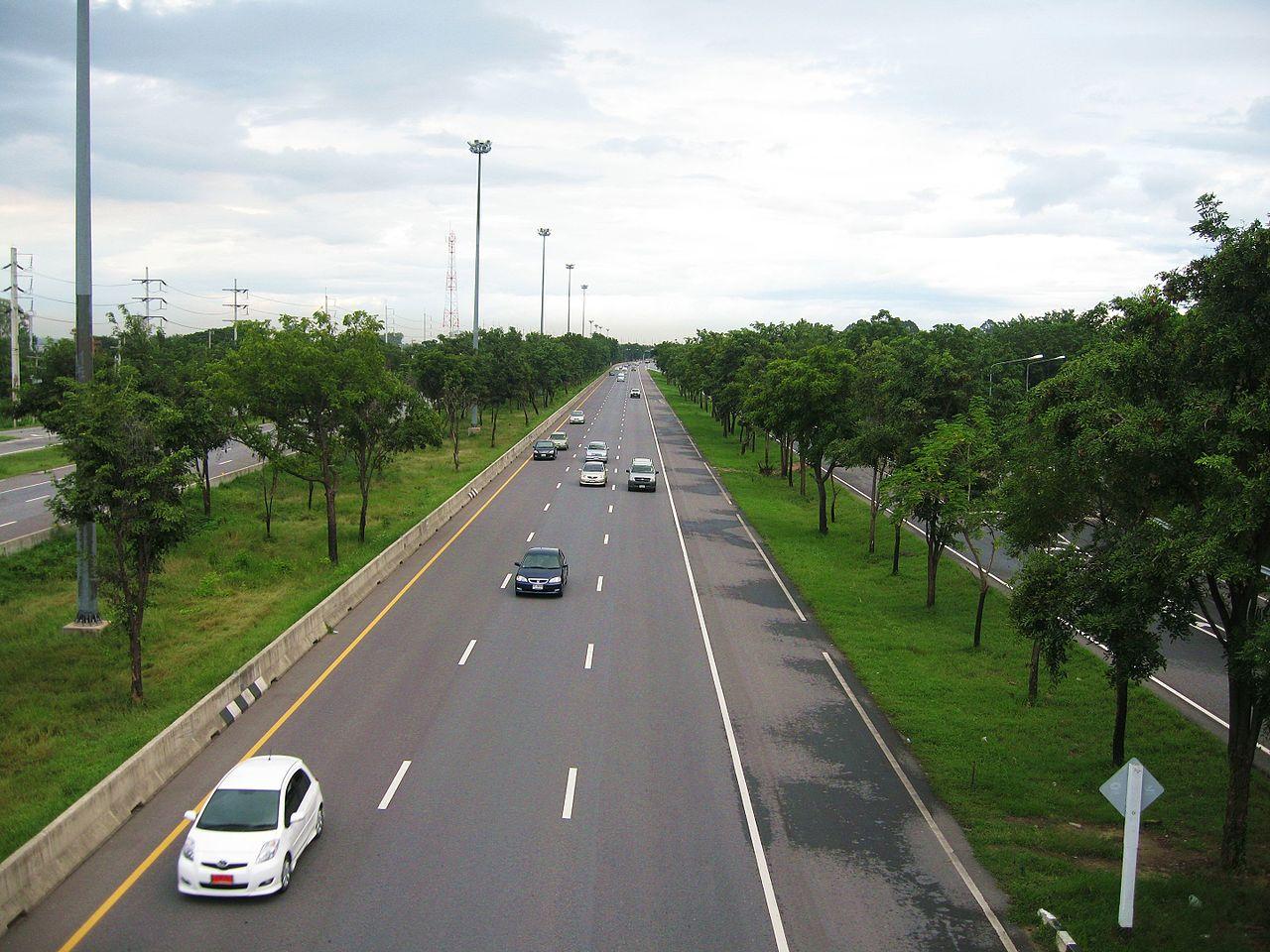 Foreigners Among 14 Killed in Sing Buri Van Crash: Police