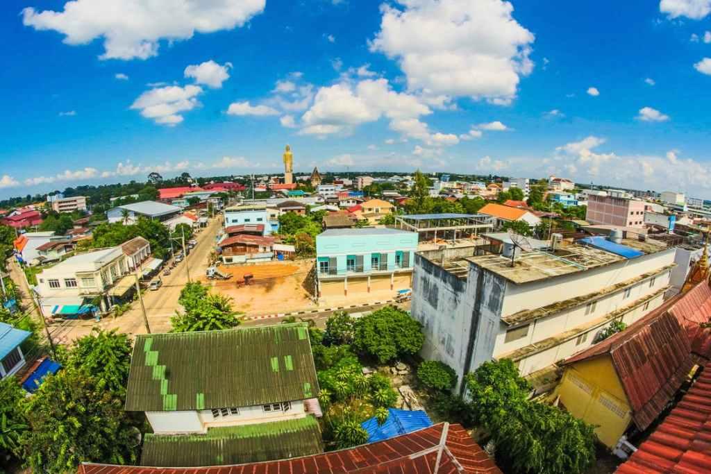 Wat Burapha Phiram in Roi Et, the highest standing Buddha