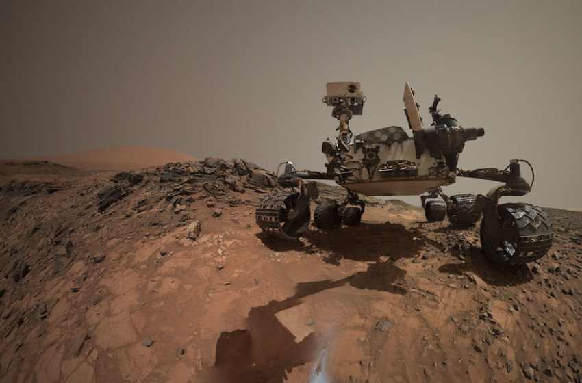 NASA Astrobiologist Claims HIDDEN Life on MARS Exists