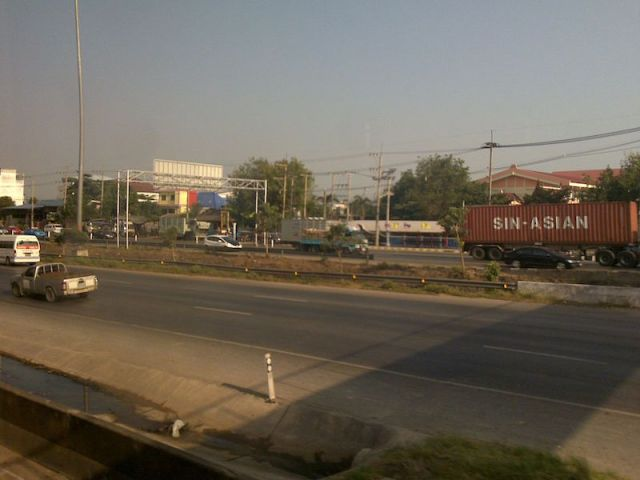 Smog along Rama II road in Samut Sakhon province reaches critical level