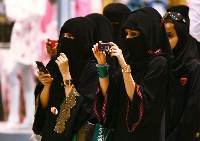 Saudi women will now be informed of divorce by text message