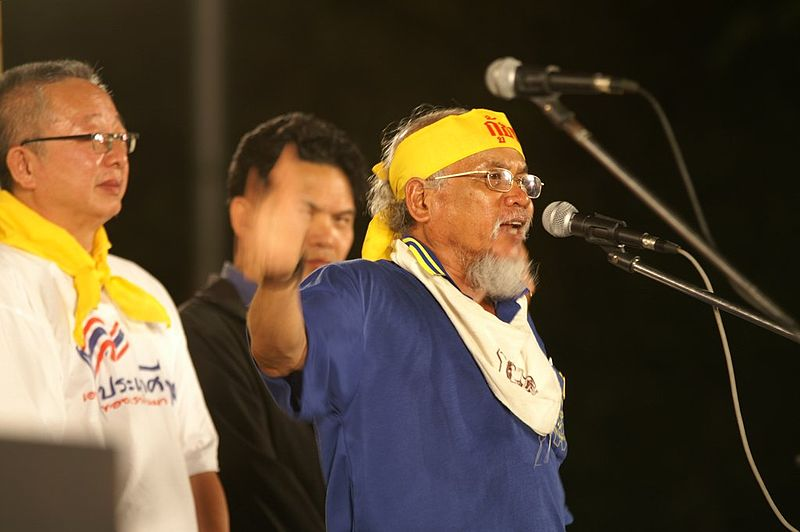 Somsak Kosaisuuk (with Sondhi Limthongkul and Somkiet Pongpaibul) in People's Alliance for Democracy protest to oust Thaksin Shinawatra in 2006