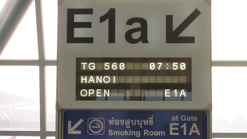 Gate E1A and Smooking Room sign at Suvarnabhumi Airport