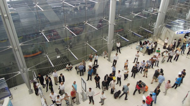 Russian Man Dies After Falling at Suvarnabhumi