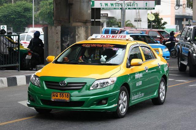 Cabbie found murdered in roadside bushes in Samut Sakhon
