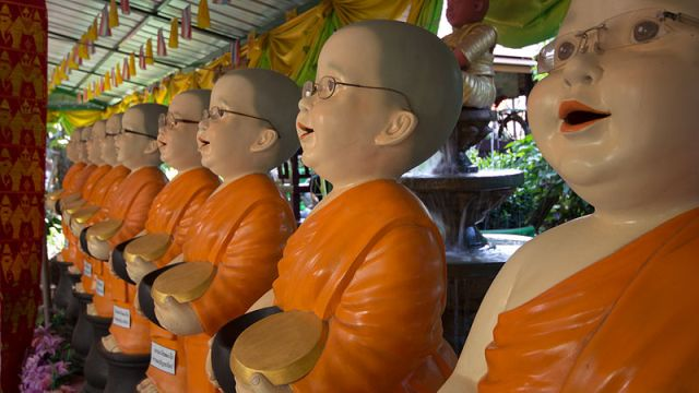 Monk held at knife-point in Pattaya Temple grounds