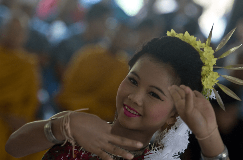 People urged to wear retro-Thai costumes during Songkran festival