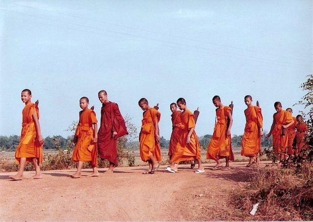 After attacks, monks in Narathiwat halt alms walks