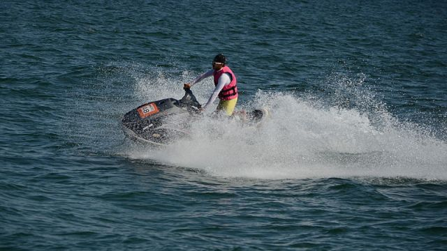 One fatality as Samui jet ski operators open fire over customer row