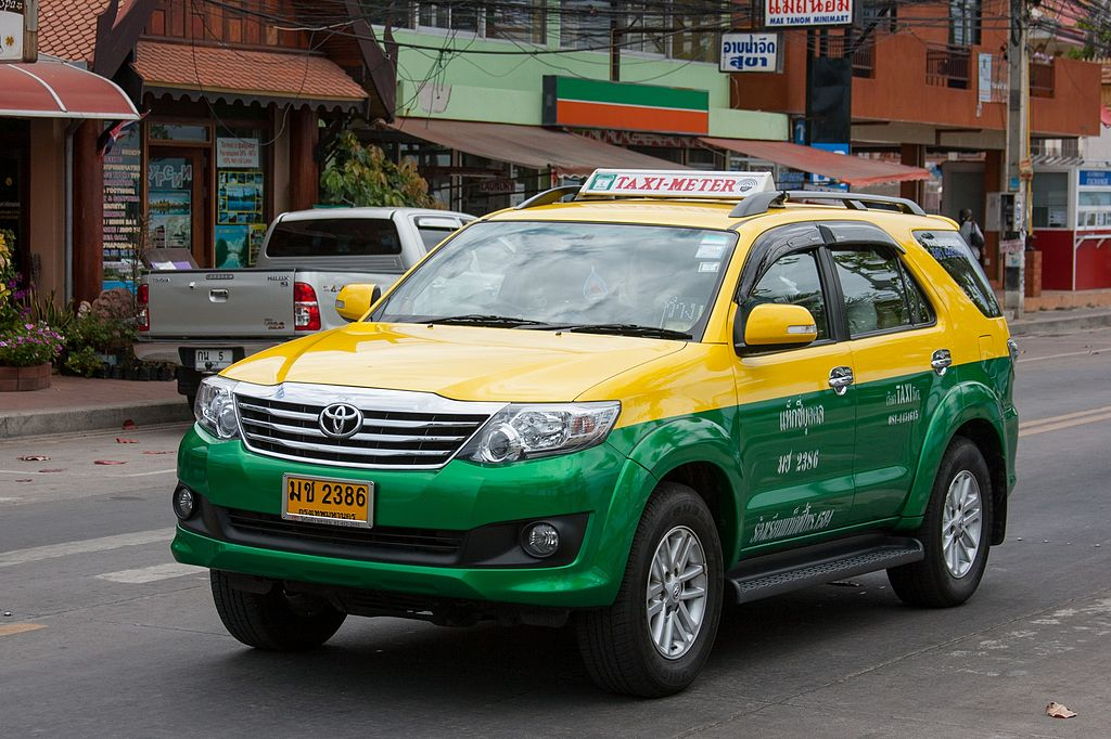 Toyota Fortuner taxi in Pattaya
