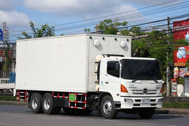 Truck driver led by GPS into narrow soi breaks power cable, house fence