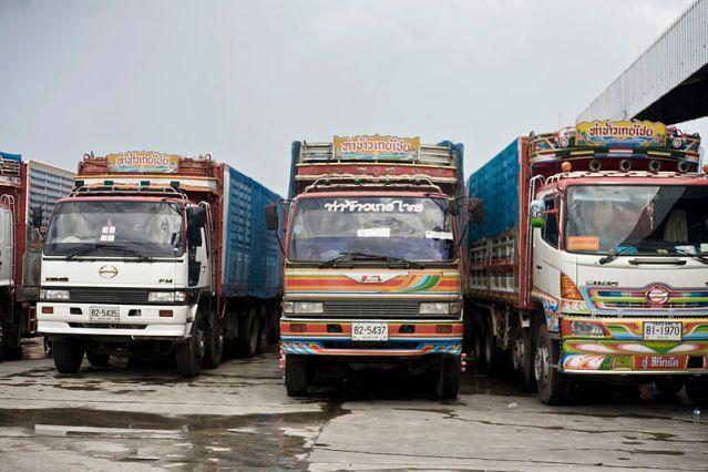 Nine injured in Phitsanulok as truck trailer rolls