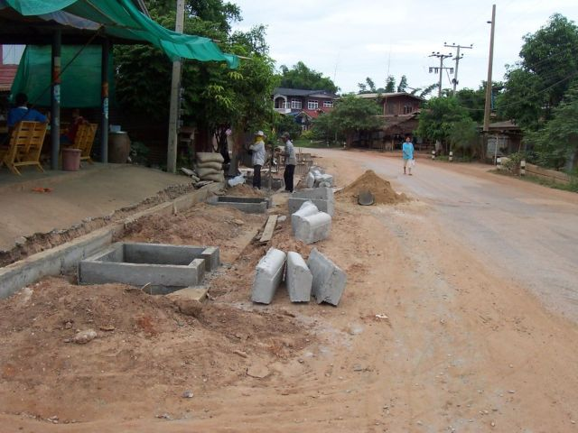 Frenchman and young Thai wife in financial trouble commit double suicide in rural Thailand